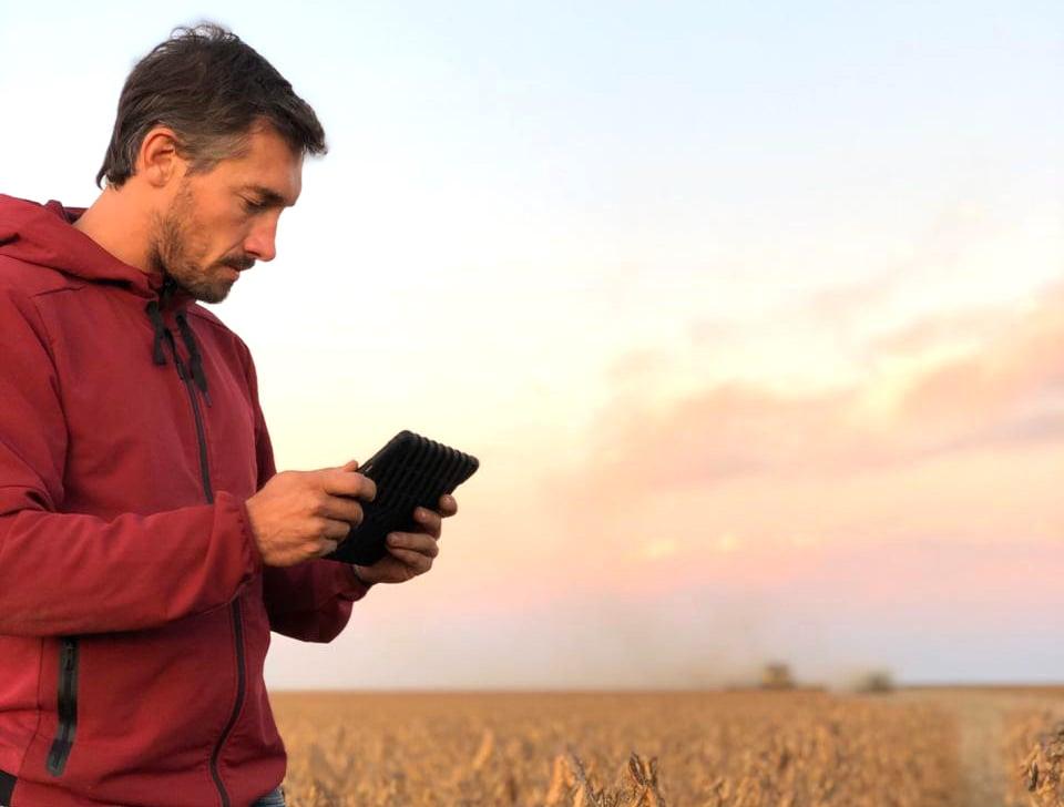 Santiago Viel, ingeniero agrónomo, utiliza el software agropecuario Fieldview para la agricultura de precisión
